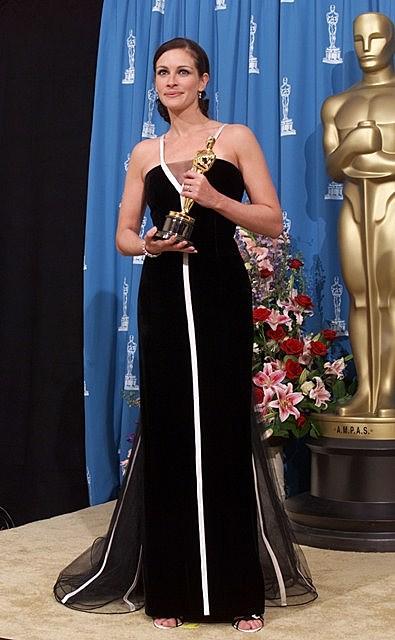 Julia Roberts wins Academy Award