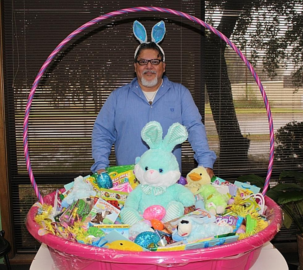 How to make a huge easter basket using a kids swimming pool make a huge easter basket using a kiddie pool video negle Images