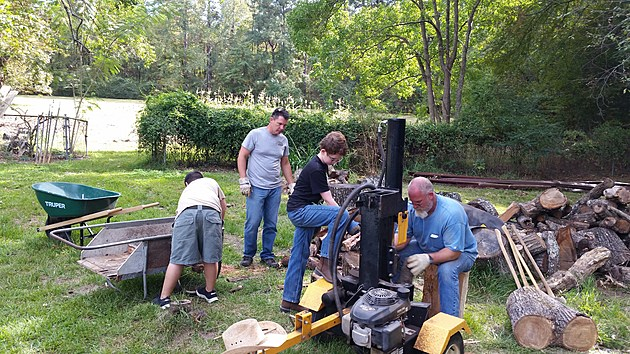 Troop 3 splits the Turkey Smoke wood.